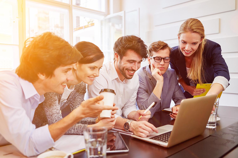 Pourquoi est-il important de donner aux salariés plus d'autonomie dans les choix de formation et carrière ?